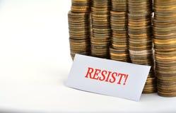 Word verzet tegenzich met muntstukken dat op wit worden geïsoleerd stock afbeelding