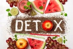 Word wordt detox gemaakt van chiazaden Rode smoothies en ingrediënten Royalty-vrije Stock Foto's