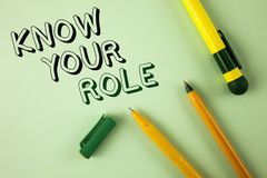 Word writing text Know Your Role. Business concept for define position in work or life Career Life goals active written on Plain G Stock Image