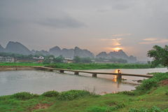 Worden verbonden door bergen en rivieren en 3 stock foto's