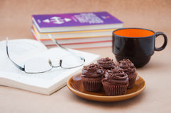 Work break with cupcakes Royalty Free Stock Image