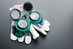 Work gloves and protective glasses Royalty Free Stock Photos