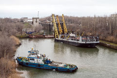 Work to replace the lock gates of the Volga-don shipping canal. VOLGOGRAD, RUSSIA - DECEMBER 20:Work to replace the lock gates of the Volga-don shipping canal Royalty Free Stock Photos