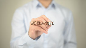 Workaholic, Mann-Schreiben auf transparentem Schirm Stockfoto