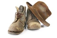 Workboots viejo y sombrero Fotografía de archivo libre de regalías