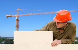 Worker builds a wal Royalty Free Stock Photos