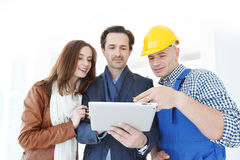 Worker and couple using tablet Royalty Free Stock Photography