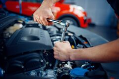 Free Worker Disassembles Vehicle Engine, Car Service Stock Photography - 173424972