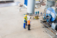 Worker and engineer discussing at machine Royalty Free Stock Images