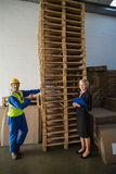 Worker and his manager in front of a stack of pallet Royalty Free Stock Photos