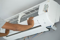 Worker installing air conditioning Royalty Free Stock Photos