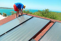 Worker installing sun cells Royalty Free Stock Photos