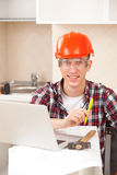 Worker learns online Royalty Free Stock Photos