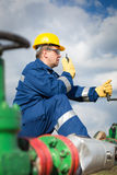 Worker on the oil field Royalty Free Stock Photography