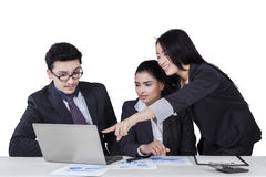 Worker presenting document on her partners Royalty Free Stock Photography