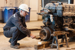 Free Worker Repair The Truck Stock Images - 66463624