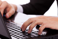 Worker using a laptop computer Royalty Free Stock Photography