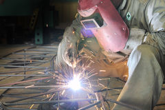 Worker welding sparking Royalty Free Stock Photos