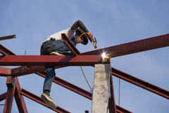 Worker welding the steel to build the roof. NAKHON RATCHASIMA -JAN 15 : worker welding the steel to build the roof at construction site on January 15, 2016 in Royalty Free Stock Photos