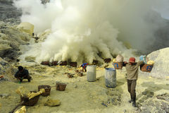 Workers collecting sulfur from volcano Ijen Stock Photography