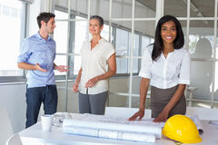 Workers looking at construction plans Royalty Free Stock Photography