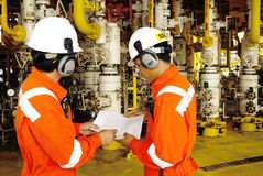 Workers On Offshore Rig In Gulf Of Thailand Stock Images