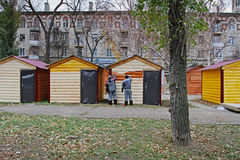 Workers paint trading houses for the Christmas fair in Volgograd Stock Photography