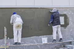 Workers plastering a outdoor wall Stock Photography