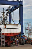 Workers repairing a fishing boat Royalty Free Stock Photos