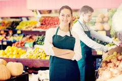 Workers selling fresh fruits Royalty Free Stock Photos