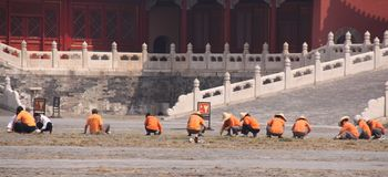 Workers toiling at the Forbidden City, Beijing Stock Photo