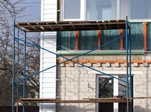 Workers walling the house with wall siding.  Royalty Free Stock Photography