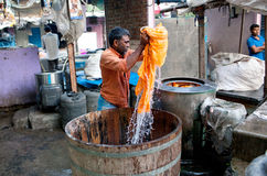 Workers washing clothes at Dhobi Ghat in Mumbai, Maharashtra, In Stock Photo