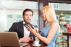 Working colleagues  - sitting in cafe Royalty Free Stock Photography