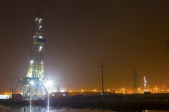 Working drilling rig in night. Land drilling rig in liaohe Oil,CHN Royalty Free Stock Photo