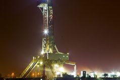 Working drilling rig in night Royalty Free Stock Photos