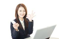 working för affärsbärbar datorkvinna Royaltyfri Foto