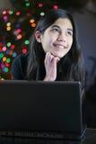 working för bärbar dator för 7 flicka teen Arkivfoto