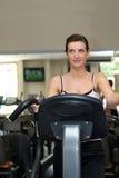 working för treadmill för flickaidrottshall ut Fotografering för Bildbyråer