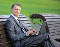 Working outdoors business man Royalty Free Stock Photography