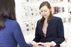 Working in a store with smart phones Royalty Free Stock Images