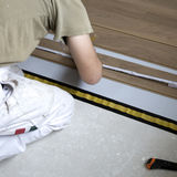 Workman laying flooring Royalty Free Stock Photography