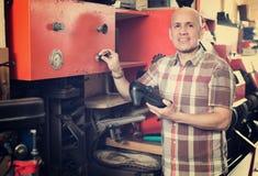 Workman repairing pair of shoes Royalty Free Stock Photos