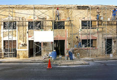 Workmen restore a decaying building in Merida, Yucatan, Mexico Stock Photography
