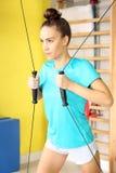 Workout στη γυμναστική στοκ φωτογραφία με δικαίωμα ελεύθερης χρήσης