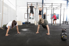 Workout group trains exercises at fitness gym Royalty Free Stock Photos