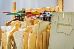 workshop dressmaker atelier per l'abbigliamento delle donne fotografia stock