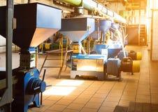 Workshop voor de productie en de verwerking van koolzaad, biofuel productie, productie van raapzaadolie royalty-vrije stock afbeeldingen