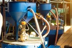 Workshop voor de productie en de verwerking van koolzaad, biofuel productie, productie van raapzaadolie, een werkende workshop royalty-vrije stock afbeeldingen