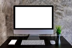 Workspace egzaminu próbnego biurko z komputerem stacjonarnym i smartphone fotografia royalty free